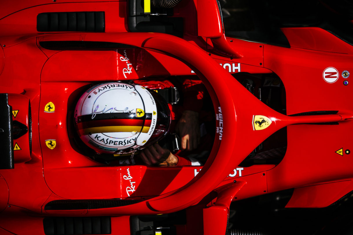 Sebastian Vettel Piloto de Formula 1 de la Escudería Ferrari en su lugar de trabajo